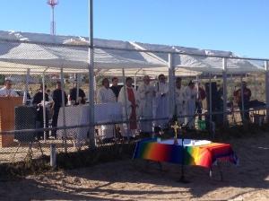 Bishops and priests celebrate Mass behind border fence